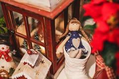 De binnenlandse decoratie van het Kerstmishuis op de lijst 31 december Royalty-vrije Stock Afbeeldingen