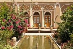 De binnenlandse tuin van het huis in yazd Iran stock foto's