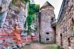 De binnenplaats en de steenmuren van het Nansteinkasteel stock afbeelding