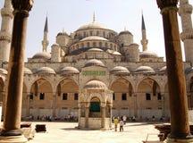 De Binnenplaats van de moskee stock foto's