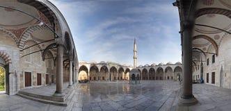 De binnenplaats van de Moskee van Sultanahmet Royalty-vrije Stock Afbeeldingen