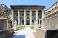 De binnenplaats van het archeologische Museum met antieke kolommen royalty-vrije stock afbeelding
