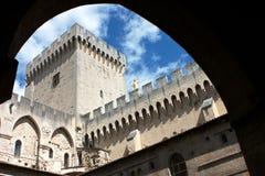 De binnenplaats van het Kasteel van de Paus van Avignon Stock Afbeelding