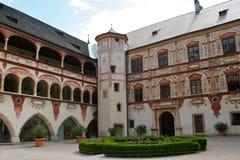 De Binnenplaats van het Kasteel van Tratzberg, Oostenrijk stock afbeelding