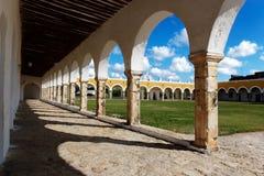 De binnenplaats van het klooster stock foto's
