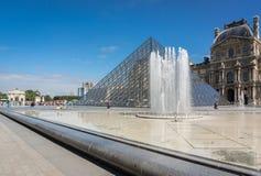 De binnenplaats van het Louvre Stock Foto