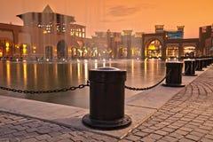 De binnenplaatscentrum van de stad met een waterfontein royalty-vrije stock afbeelding