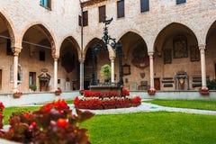 De binnentuin van de Basiliek Heilige Anthony Stock Foto