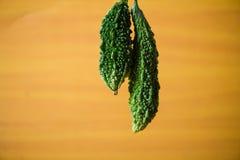 De bittere close-up van pompoen groene stukken op lijstachtergrond royalty-vrije stock foto