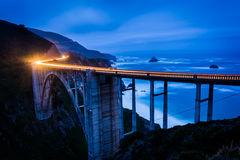 De Bixby-Kreekbrug bij nacht, in Grote Sur royalty-vrije stock fotografie