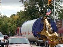De bizarre lading van de Aanhangwagenvrachtwagen Stock Foto's