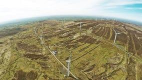 De bladen van de windturbine voor bouw bij de haven worden gestapeld die stock foto