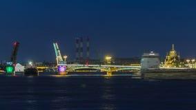 De Blagoveshchensky-Aankondigingsbrug timelapse tijdens de Witte Nachten in St. Petersburg, Rusland stock footage