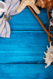 De blauwe achtergrond van de de zomervakantie met ruimte voor adverterend en maritiem thema Stock Afbeelding