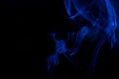 De blauwe achtergrond van de rookbeweging Stock Afbeelding