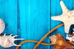 De blauwe achtergrond van het de zomerthema met ruimte voor adverterend en maritiem thema Royalty-vrije Stock Afbeeldingen