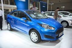De blauwe auto van de doorwaadbare plaatsfiesta Royalty-vrije Stock Afbeelding
