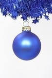 De blauwe bal van Kerstmis Royalty-vrije Stock Afbeeldingen