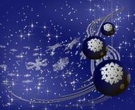 De blauwe ballen van Kerstmis op sneeuwvlokachtergrond Stock Fotografie