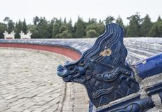 De blauwe decoratie van het Draakgezicht bij het Cirkelhoopaltaar bij de Tempel van Hemel, Peking, China, Azië royalty-vrije stock foto's