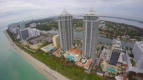 De blauwe en Groene antenne van Diamond Miami Beach 4k stock footage
