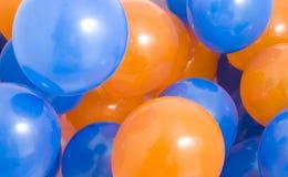 De blauwe en Oranje Achtergrond van Ballons royalty-vrije stock afbeeldingen