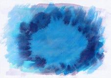 De blauwe en purpere donkere horizontale getrokken achtergrond van de waterverfgradiënt hand Het middendeel is lichter dan overka Royalty-vrije Stock Foto's