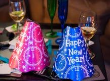 De blauwe en Roze Gelukkige Hoeden van de Nieuwjaarpartij Stock Foto