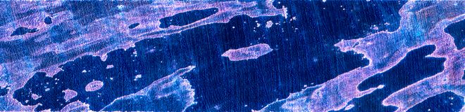 De blauwe en violette strook spalted hout stock foto's