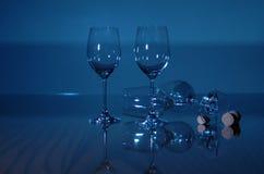De blauwe Glazen van de Wijn Stock Fotografie