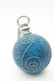 De blauwe grote bal van Kerstmis Stock Afbeeldingen