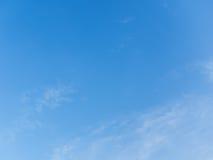 De blauwe hemel en de wolk schrijven aan geweven Stock Afbeeldingen