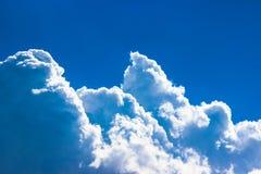 De blauwe Hemel en de Wolken, sluiten omhoog stock afbeelding