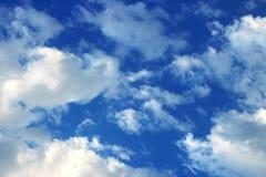 De blauwe hemel is tevredenstellend aan het oog! stock foto's