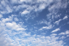 De blauwe hemel van Cluody Stock Afbeelding