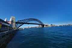 De blauwe hemel van Sydney Harbour Bridge stock foto
