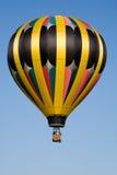 De blauwe hemel van de hete luchtballon Stock Fotografie