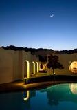 De blauwe hemel van de nacht met de maan stock afbeeldingen