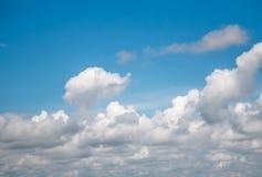 De blauwe hemel van wolken Stock Foto