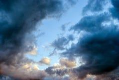 De blauwe hemel van wolken Stock Afbeeldingen