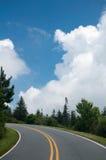 De blauwe Herfst ToneelVie van het Park van het Brede rijweg met mooi aangelegd landschap van de Rand Nationale Royalty-vrije Stock Afbeeldingen