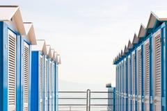 De blauwe Hutten van het Strand Stock Foto
