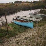 De blauwe kano Stock Afbeeldingen