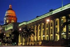 De blauwe Mening van de Avond van het Stadhuis van het Uur Royalty-vrije Stock Fotografie