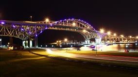 De blauwe Nacht Timelapse van de Waterbrug stock footage