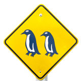 De Blauwe Pinguïn die van de aandacht Verkeersteken kruist Royalty-vrije Stock Foto's