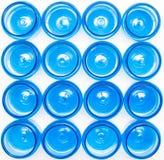 De blauwe plastic kruiken op een witte achtergrond isoleren, polyethyleenterephthalate, tara, achtergrond stock foto's