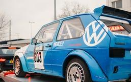 De blauwe raceauto van Volkswagen GTI Stock Foto