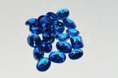 De blauwe saffier maakt halfedelsteen los Stock Foto