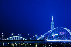 De blauwe scènes van de stijlNacht van de stad van Taipeh, Taiwan Royalty-vrije Stock Foto's